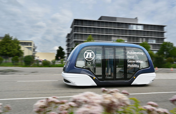 ZF invests in Oxbotica to deploy autonomous passenger shuttles in major cities